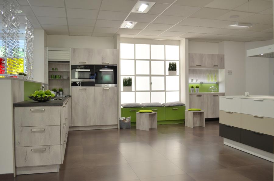 Vada anthracite cashmere premium white ciro parsol grey for Kitchen design kent